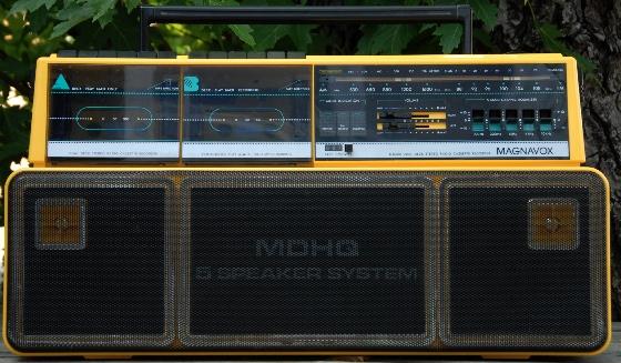 yellow boombox magnavox d8300
